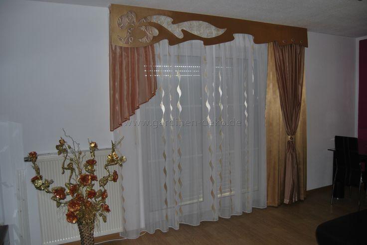 Klassischer Wohnzimmer Vorhang mit Seitenschal in braun champagner - gardinen dekorationsvorschläge wohnzimmer