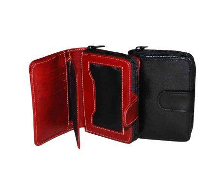 Luxusná kožená peňaženka vyrobená z prírodnej kože. Kvalitné spracovanie a talianska koža. Ideálna veľkosť do vrecka a značková kvalita pre náročných. Overená kvalita pravej kože.  2 x oddelenie na bankovky 1 x vrecko na mince zipsové 2 x oddelenie na doklady 8 x vrecko na platobné karty 1 x ploché vrecko