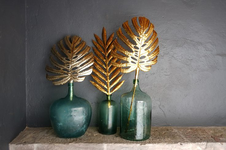 Gold-colored inspiration. Gilded tropical leaves from Casamidy.
