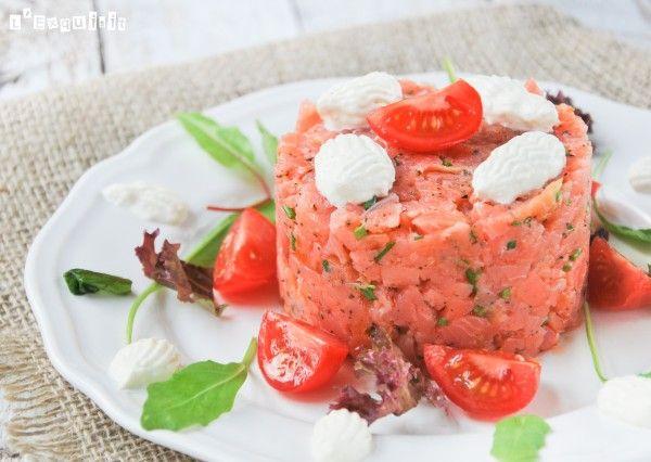 Tartar de salmón con albahaca y rábano picante | L'Exquisit