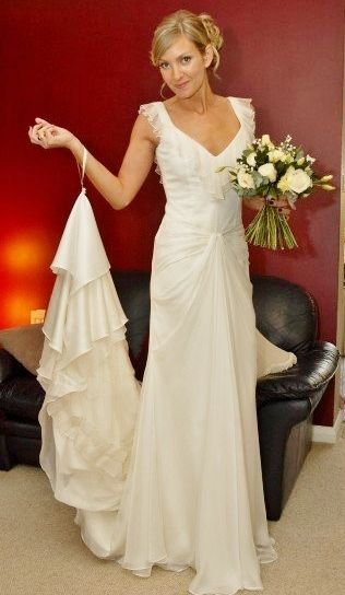 Wedding Dress Wednesday: Button-off removeable train