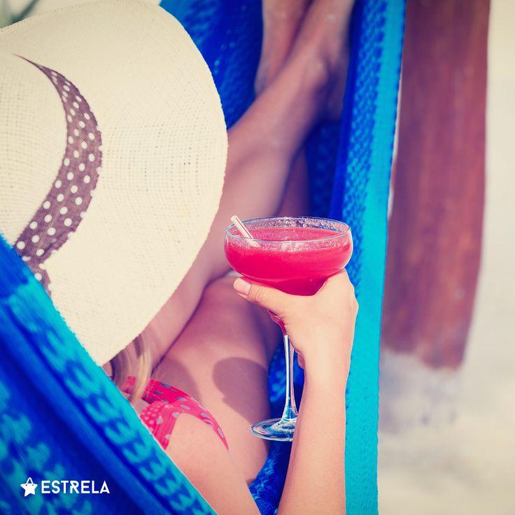 Tęskno do wakacji? Czasem wystarczy kilka gadżetów! / Więcej inspirujących treści na www.facebook.com/estrelapl / lifestyle, woman, inspiration, girl, summer, design, photo, drink, coctail, hammock, hat, straw, photoshoot, hipster, vacations, instagram