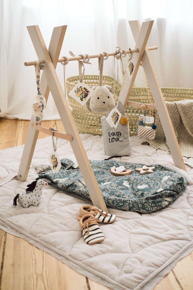 Babyshower Geschenkidee mit DIY Spielbogen