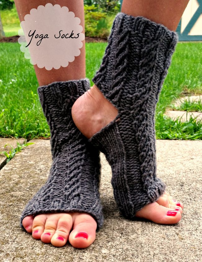 free knitted yoga sock pattern / worsted weight yarn
