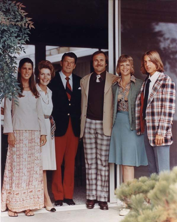 1976: (L to R) Patti Davis, Nancy Reagan, Ronald Reagan, Michael Reagan (adopted), Maureen Reagan (from his marriage to actress Jane Wyman), and Ron Reagan at the Reagan home in Pacific Palisades, California