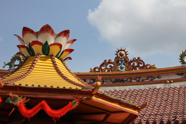 The roof of Vihara Dharma Bakti at Petak Sembilan - Jakarta, Indonesia    Taken from 'Happy Chinese New Year' post: http://wp.me/p1VkQt-hM