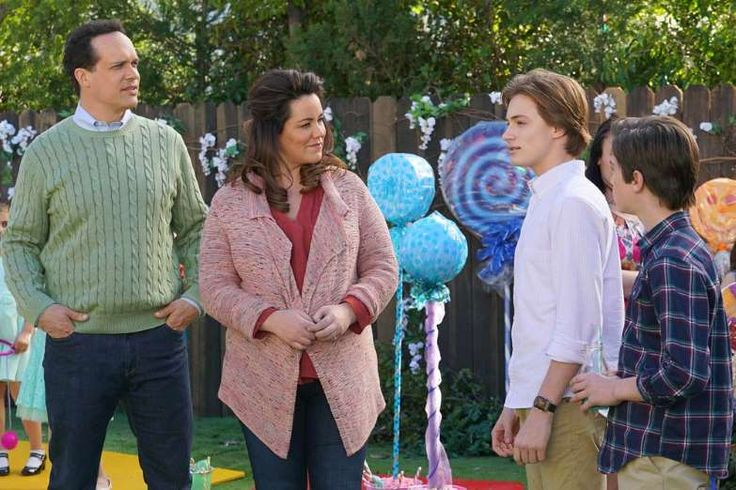 """AMERICAN HOUSEWIFE (ABC)  -    Fall TV 2017: Shows Premiering and Returning in September  -   Premiere: Sept. 27 9:30/8:30c  -   """"American Housewife"""" heads into its sophomore season on Sept. 27."""