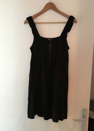 À vendre sur #vintedfrance ! http://www.vinted.fr/mode-femmes/petites-robes-noires/30657622-robe-bizzbee-noire