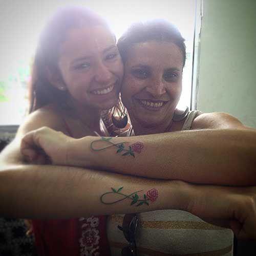 anne kız sonsuzluk işareti dövmesi