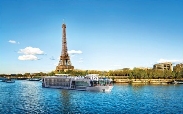 To do in Paris cruise along the River Seine