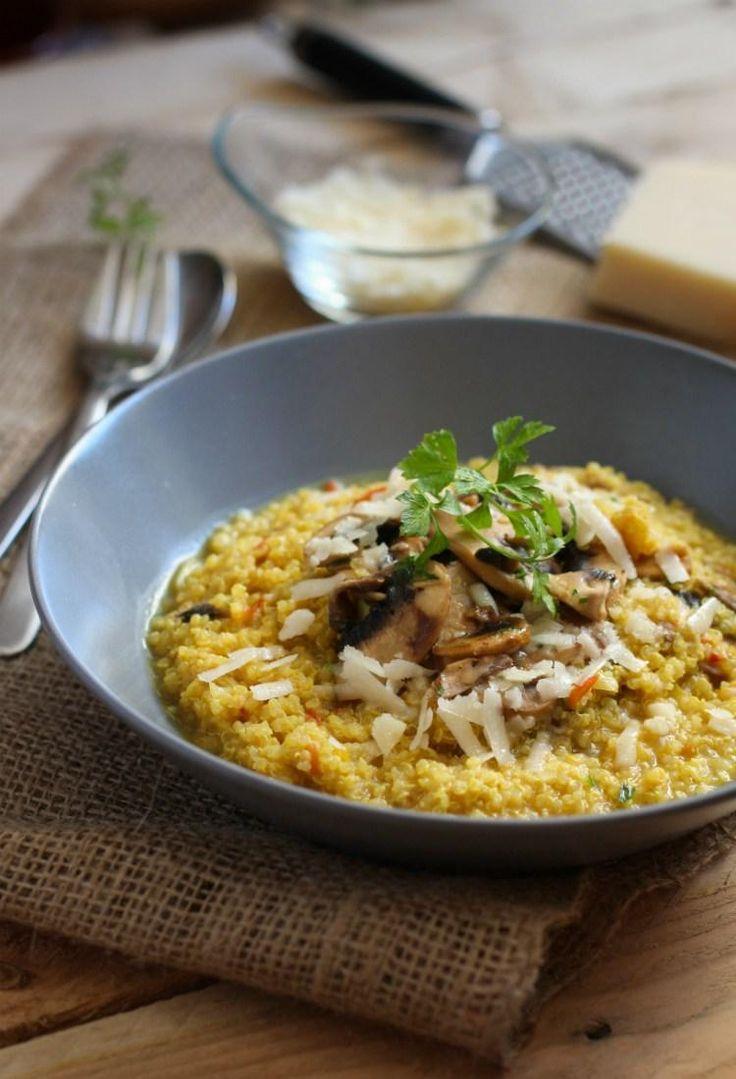 Realmente se trata de un risotto elaborado con quinoa en lugar de arroz y, en este caso, completado con champiñones al ajillo. Receta de EL SABOR DE LO BUENO.