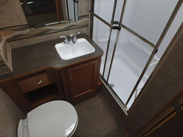 2016 Used Winnebago Minnie Winnie 31H Class C in Texas TX.Recreational Vehicle, rv, 2016 Winnebago Minnie Winnie 31H, This 2016 Winnebago Minnie Winnie 31H, class C motor home, offers double slides for added inside space, a set of bunks, and it sleeps a total of nine quite comfortably. As you step inside notice the amount of space there is behind the front passenger and driver seats with the large slide out sofa/bed and three burner range fully extended. There are three sets of seat belts…