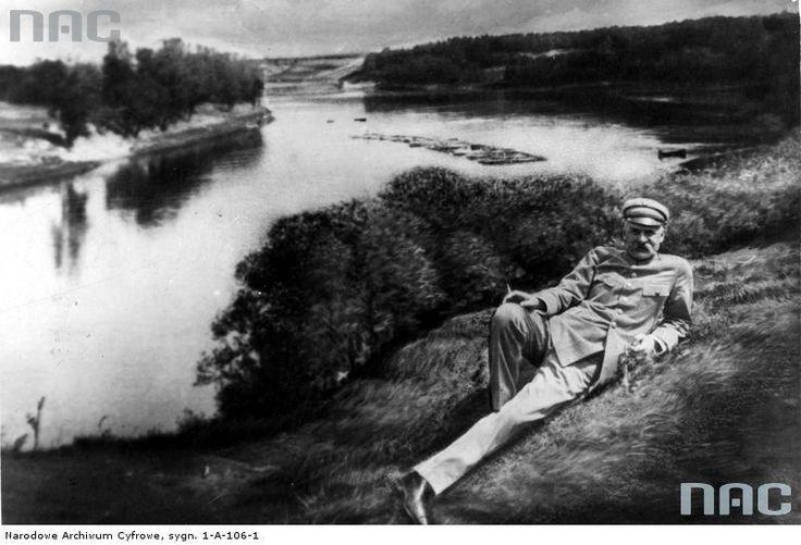 Józef Piłsudski nad Niemnem, 1926. http://audiovis.nac.gov.pl/obraz/12022/89a117559f6c7227f91756add128a55b/