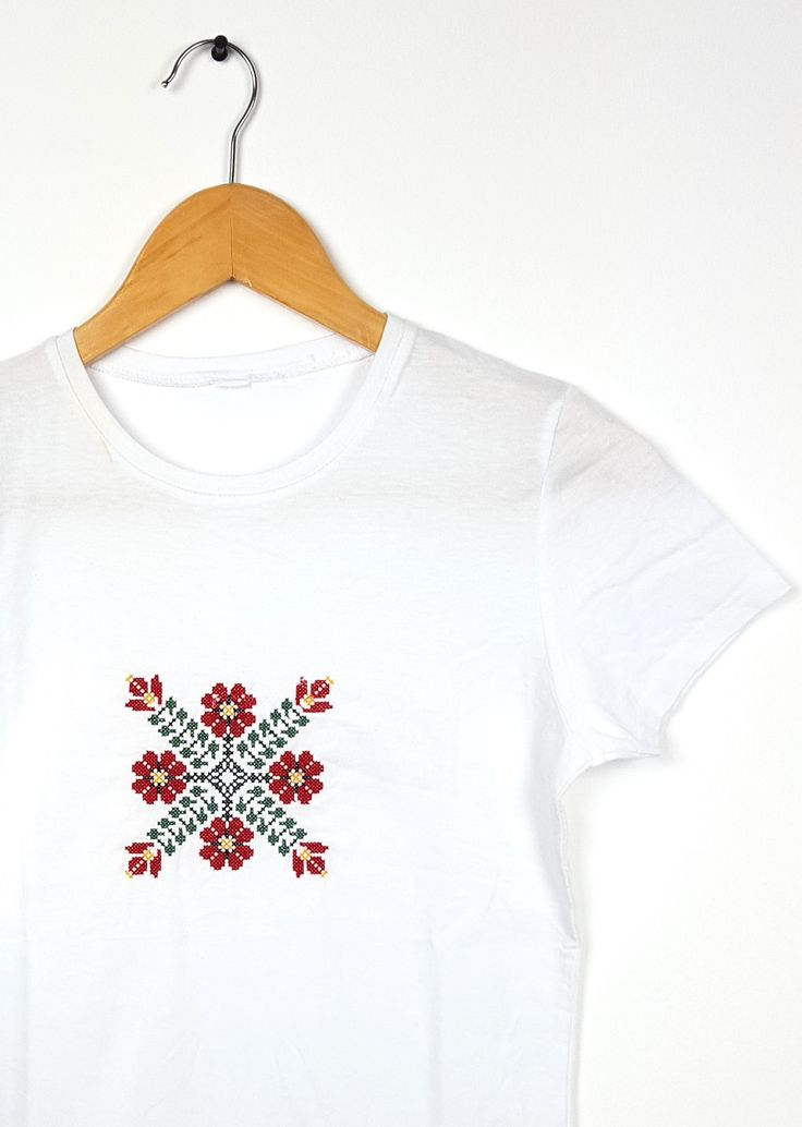 "Tricou dama motiv traditional brodat ""Bujor"""