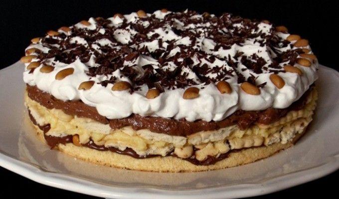 Spodní bílkové těsto: 3 ksbílky 3 lžícekr. cukru 1 lžičkaoleje 2 lžícemouky 1/2 lžičkyprášku do pečiva 100 gnahrubo umletých arašídů Krém: 250 mlmléka 3 ksžloutky 1/2 bal.vanilkový pudink 1 lžícemouky 70 gmásla 3 lžícemoučkového cukru 50 ghořké čokolády Šlehačkový krém: 200 mlsmetany ke šlehání