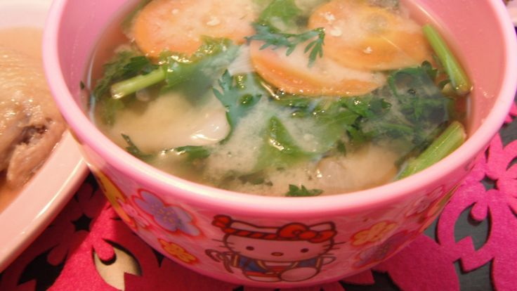 miso soup with edible chrysanthemum garland,carrots,onions and Napa cabbage greens seasoned with dried bonito shaving stock and dried young sardine stock and organic miso 春菊と人参、玉ねぎ、白菜菜の御味噌汁。カツオ出し、いりこだし、有機味噌使用。