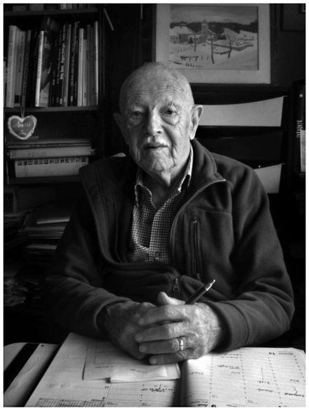 Willy Ronis (14 de agosto de 1910 - 12 de setembro de 2009) foi um fotógrafo francês, cujo trabalho mostra a vida no pós-guerra Paris e Provence.