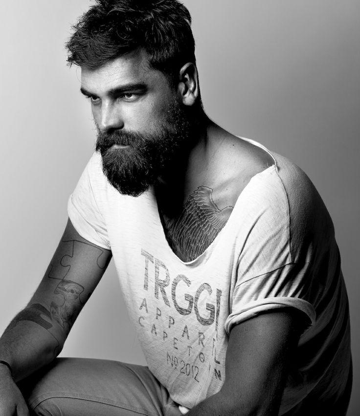 идет бородатый парень картинки острове беринга
