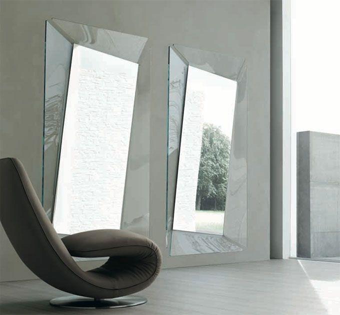 Accessori e complementi TONIN CASA modello Callas. Specchiera in vetro curvo disponibile in diverse finiture e dimensioni. Callas è oggetto di arredamento che riesce ad impreziosire ogni ambiente con estrema semplicità