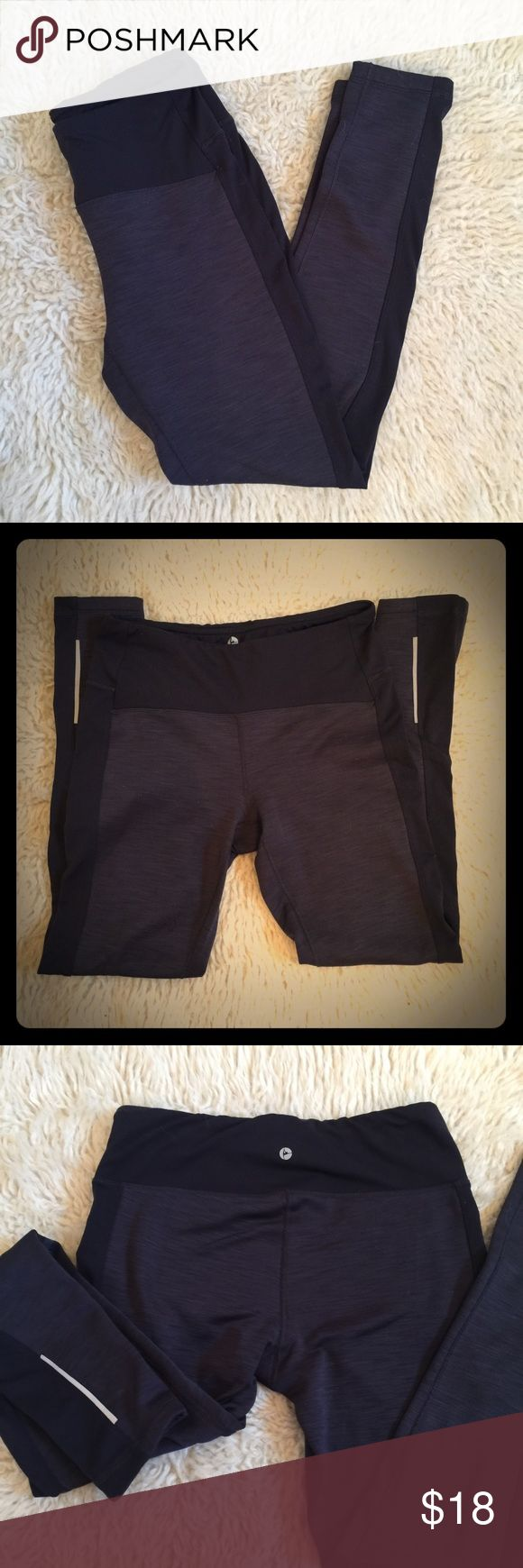 90 Degree By Reflex workout legging pants Reflex workout pants size small. Comfy and warm. Pocket hidden in waist line. Waist 26 inches hip to bottom: 35.5 inches crotch to bottom: 27 inches. Thanks for looking 90 degree by reflex  Pants Leggings