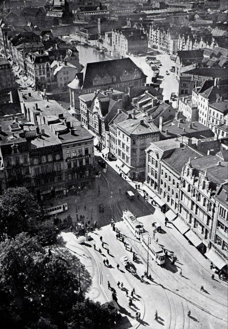 Blick vom Turm der Schlosskirche auf den Wilhelmsplatz in Königsberg. Ganz oben kann man das Hundegatt und die Speicherhäuser auf der Lastade erkennen. Foto 1930er Jahre.> http://www.flickr.com/photos/27639553@N05/2989223556/in/photostream/
