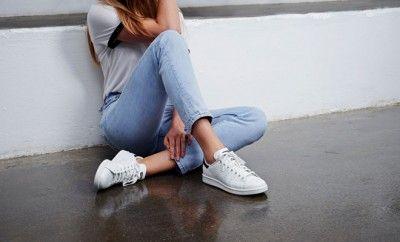 adidas Originals ile Stan Smith Efsanesi Devam Ediyor... Tenis ayakkabısı olarak sunulduğu ilk günden bu yana adidas Stan Smith, kortlardan sokaklara çıkarak tüm zamanların en ikonik ayakkabı tasarımlarından biri haline geldi.