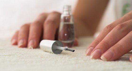 Gellish is de naam van een speciale geurloze gel die aangebracht wordt als een nagellak en dan uitgehard wordt onder een UV-lamp. Op die manier gaat de gel langer mee dan een klassieke nagellak. Je behoudt ook het natuurlijke effect en je hebt dunnere nagels dan bij 'klassieke' gelnagels.