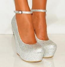 Zapatos de plataforma plateados... <3