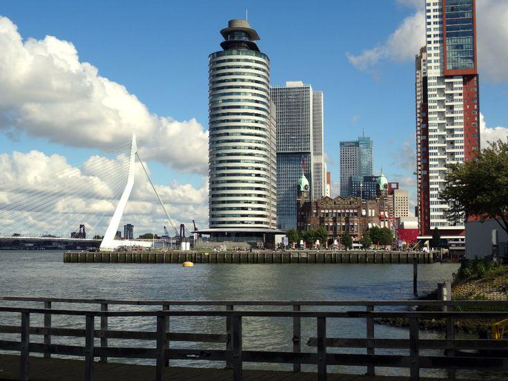 Prachtige wandeling door Rotterdam, met veel weidse uitzichten over de maas. Een mooie kennismaking met Katendrecht.