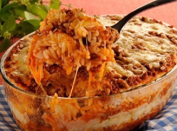 A Lasanha de Arroz é uma forma deliciosa de inovar o arroz do dia-a-dia. Com certeza, a família toda vai aprovar. Experimente! Veja Também:Lasanha de Panq