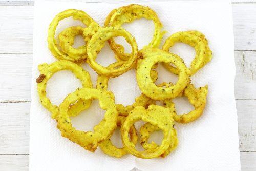 Рецепт луковые кольца в кукурузном кляре / Меню недели