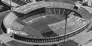 Antes de la remodelación: Estadio Olímpico de Berlín. Escenario principal de los Juegos Olímpicos de 1936, sede de la Eurocopa de 1988 y de las Copas del Mundo de 1974 y de 2006. Es la casa de Hertha BSC y en la actualidad posee una capacidad para 76.000 espectadores sentados