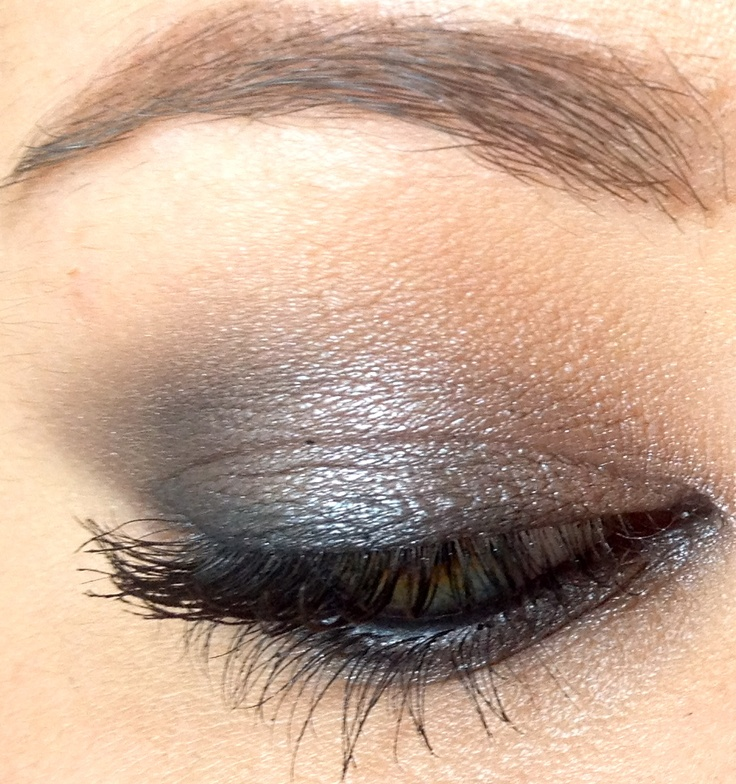 Natural Smoky look using the Urban Decay Smoked Palette