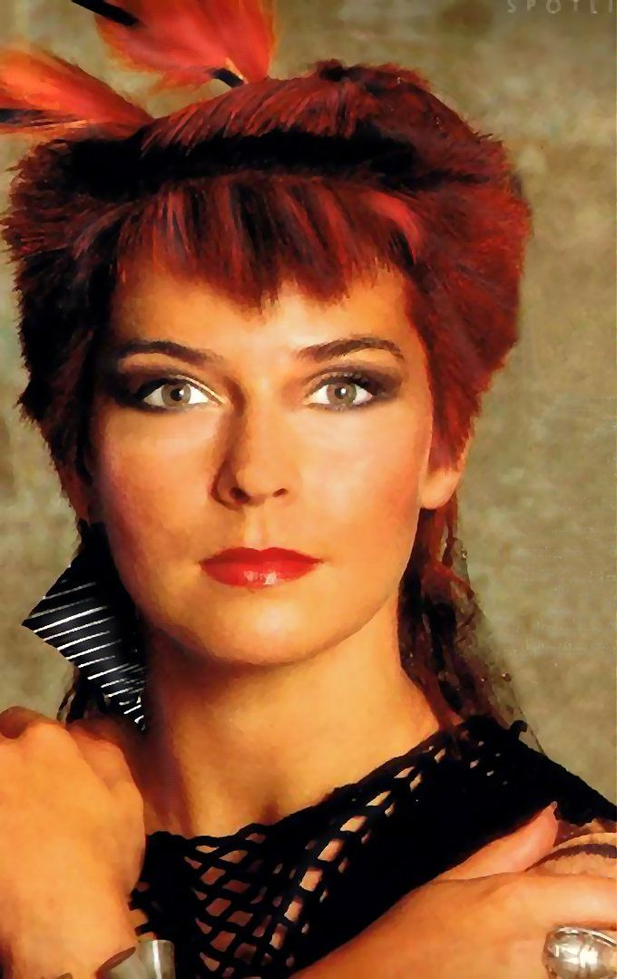 Toyah Willcox Late 1983 Photo used in 'Vogue' article in 1984 Photoshopping by me