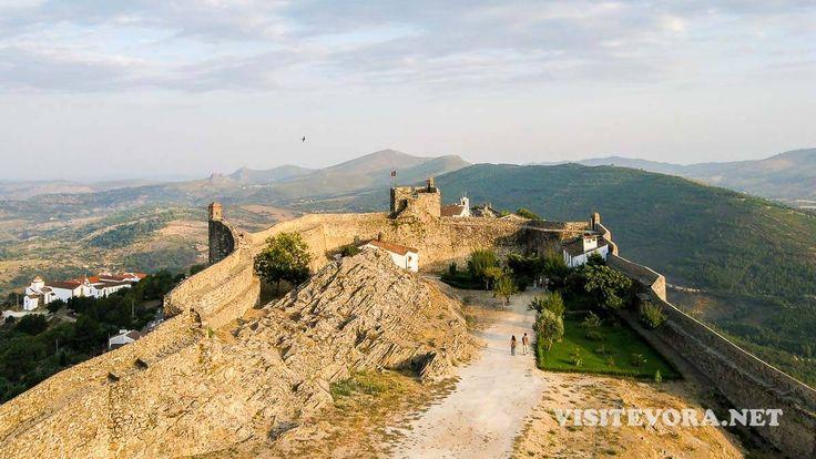 Visitar Marvão é conhecer o seu castelo e a paisagem sobre a Serra de S. Mamede. Marvão, um monumento nacional medieval que é uma das gemas do Alentejo.