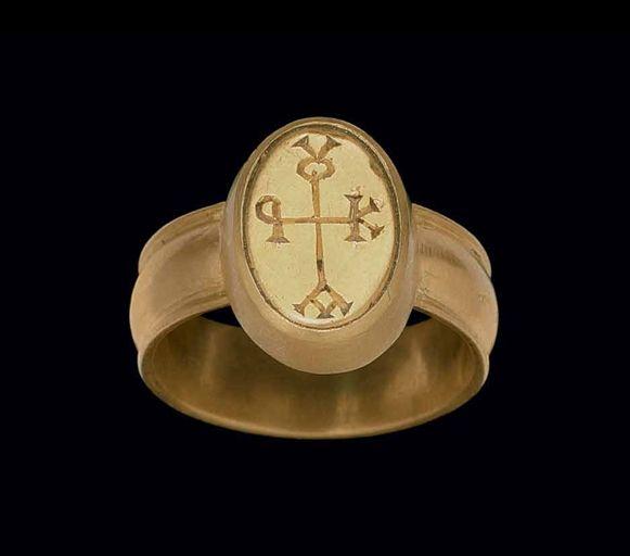 A BYZANTINE GOLD SIGNET -  CIRCA 4TH-5TH CENTURY A.D.