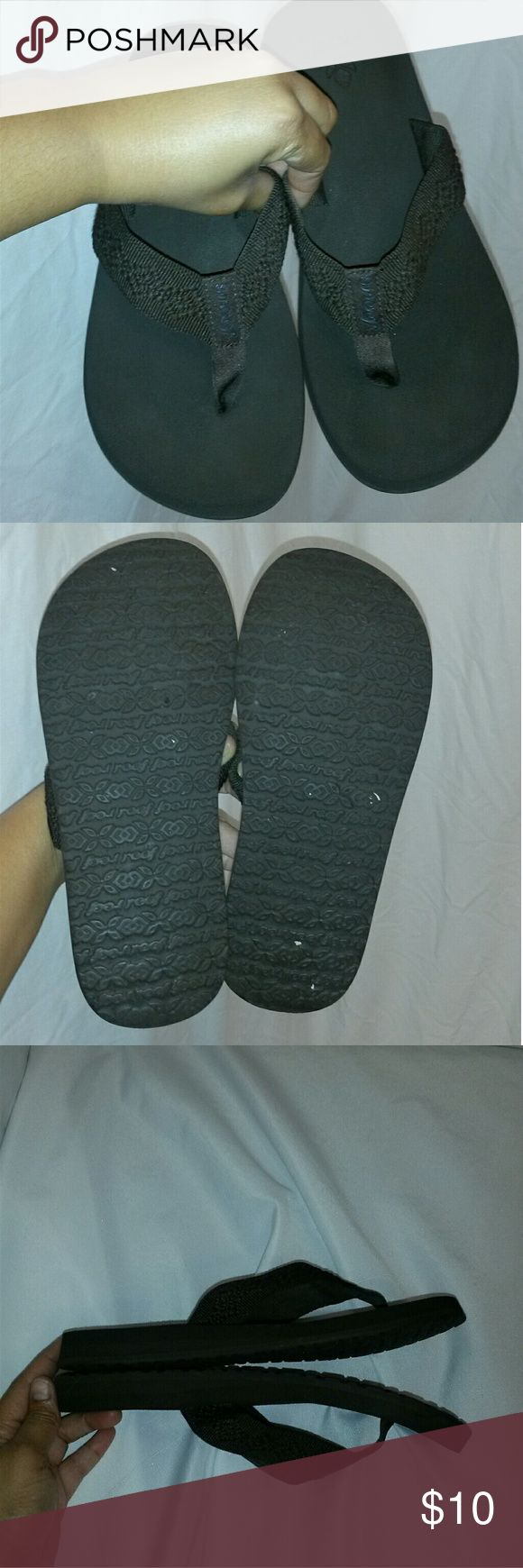 Womens reef flip flops Womens reef flip flops size 8 good condition Reef Shoes Slippers
