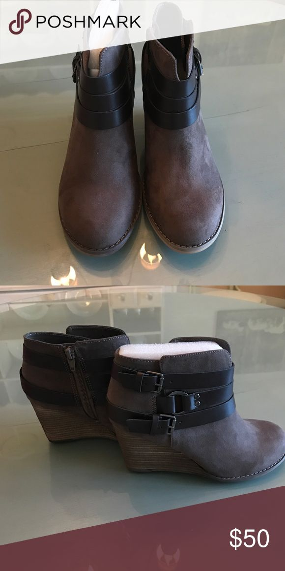 Carlos Santana Boots size 6.5 Carlos Santana ankle boots. Size 6.5. New. I never wore Carlos Santana Shoes Ankle Boots & Booties