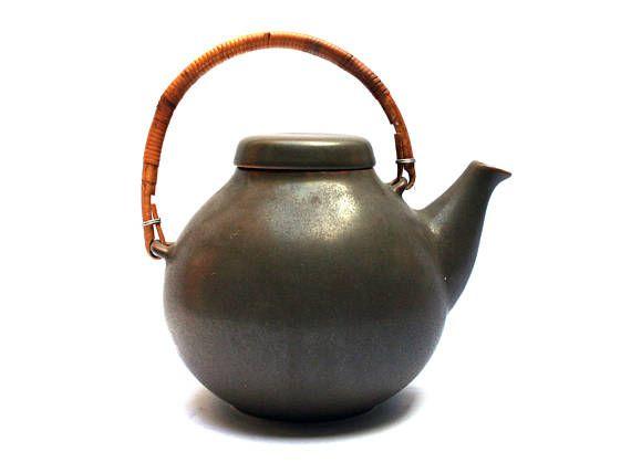 Vintage 50s ARABIA FINLAND tea pot by Ulla PROCOPE, Brown ceramic with wicker handle, Scandinavian