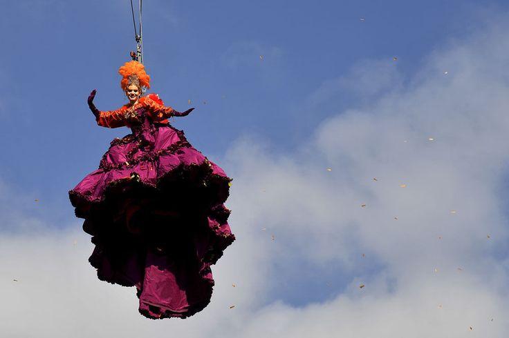 """Carnaval de Venise: le """"vol de l'Ange"""" pour débuter les festivités (en images)"""