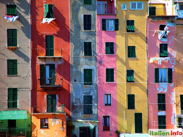 "Portovenere (SP) - Liguria, Ligurien - Italy, Italien. Colorful ""high-rise"" buildings at the port of Portovenere - Bunte ""Hochhäuser"" am Hafen von Portovenere. More at: http://www.italien.info/impressionen"