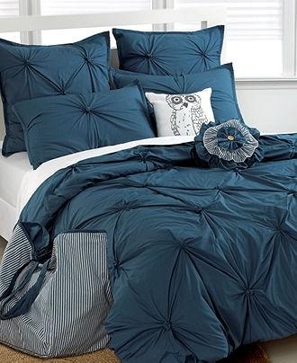 Loving the dark blue/teal bedding!