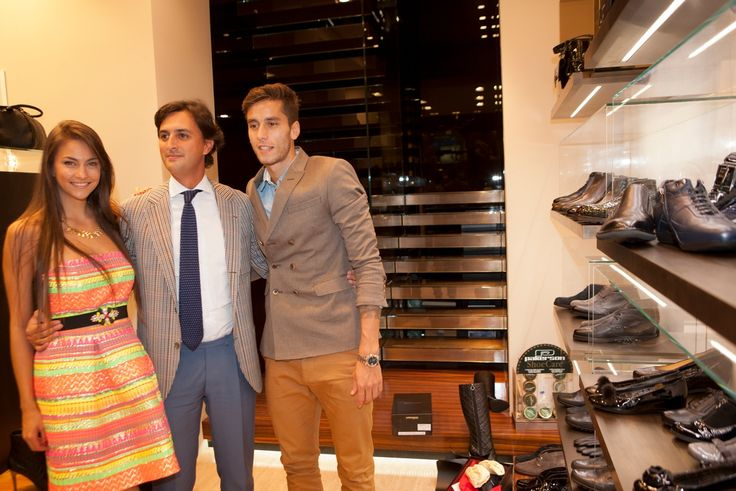 Il noto calciatore Ricky Álvarez e la fidanzata Mariana Palleiro ospiti nella Boutique Pakerson a Milano insieme a Gabriele Brotini.  - The well-known football player Ricky Álvarez and his beautiful girlfriend Mariana Palleiro at Pakerson Boutique in Milan with Gabriele Brotini.