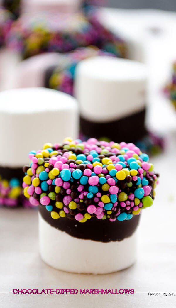 Chocolate-dipped marshmallows are the easiest sweet treats ever to celebrate a special occasion. @zerringunaydin shows you how.