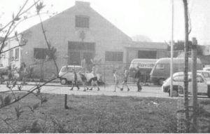Pomonoastraat. Achterzijde garage Rey, Dorpstraat/Schependomlaan. Eerder paardenstallen Oscar Carre. Foto F. Ketel, 1969. Coll. Ketel.