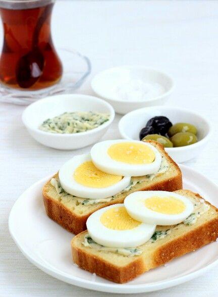 Kukuricny chlieb a bylinkove maslo / Corn bread & herb butter