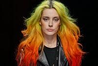 Chloe Norgaard, la mannequin aux cheveux arc-en-ciel