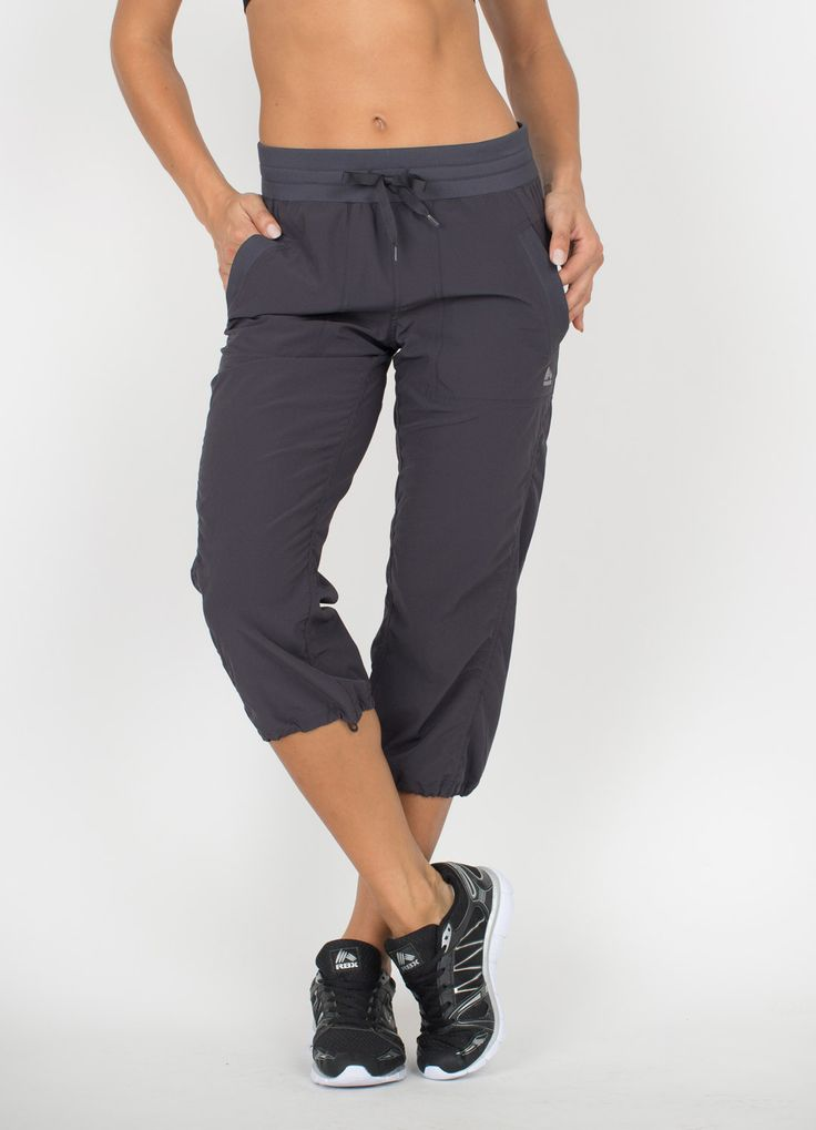 These relaxed fit woven pants are an essential part of your workout wardrobe. The elastic waistband and ankle cuffs provide a secure fit, while the the drawstring adds a touch of style and adjustabili