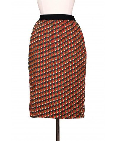 Your GO-TO skirt when you're in the mood of breaking the typical black/navy/grey pencil skirt cycle. Lovely fall colors make it easy to mix and match with other tops – green, black, red or off-white. Skirt has a cute slit at the back Fully lined.