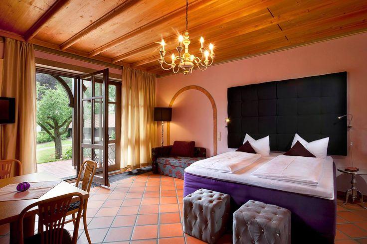 Unser 2-Sterne-Superior-Hotel bietet Ihnen #Designzimmer in einer #Jugendstilvilla. Der 2000m2 große Garten mit #Alpenpanorama und Blick auf das Hohe Schloss ist einzigartig und lädt zum Relaxen ein. Und das alles finden Sie hier, mitten im Stadtzentrum von #Füssen.  http://www.hotelfantasia.de/de/